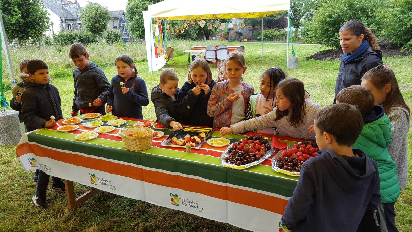 Les CE1 à la fête des fruits et des légumes frais